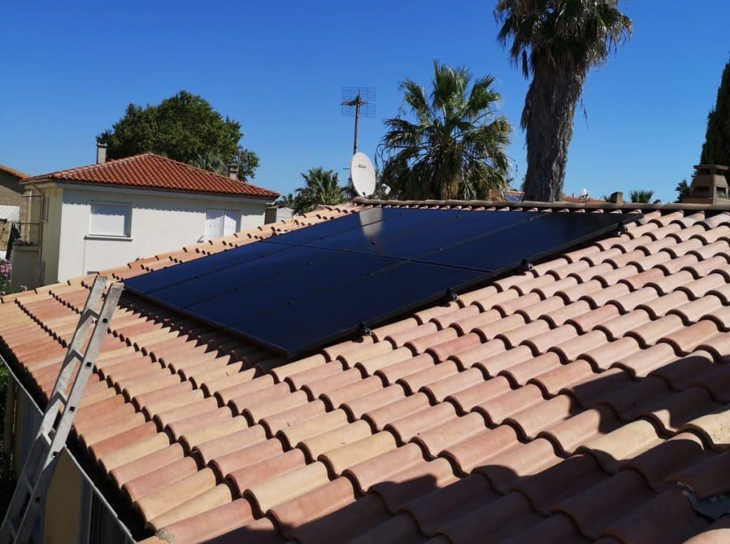 Pose de panneaux photovoltaïques sur toiture inclinée